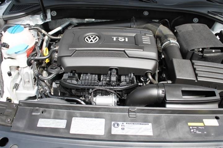 2015 Volkswagen Passat SE 4dr Sedan 6A w/Sunroof and Navigation - Salisbury Center NY