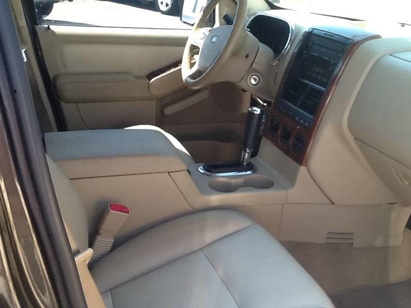 2006 Ford Explorer Eddie Bauer 4dr SUV 4WD w/V8 - Topeka KS