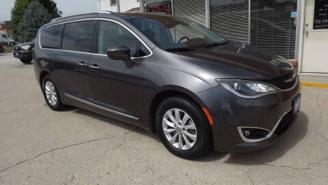 2019 Chrysler Pacifica for sale at Choice Auto in Carroll IA