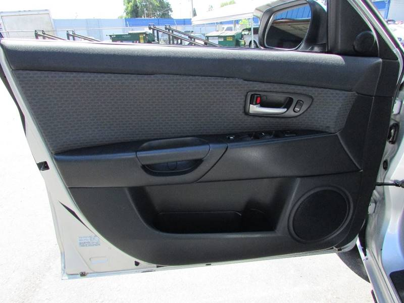 2004 Mazda MAZDA3 i 4dr Sedan - Burien WA
