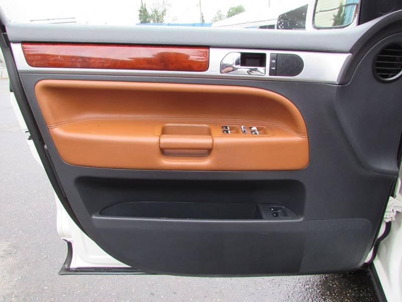 2005 Volkswagen Touareg AWD V8 4dr SUV - Burien WA