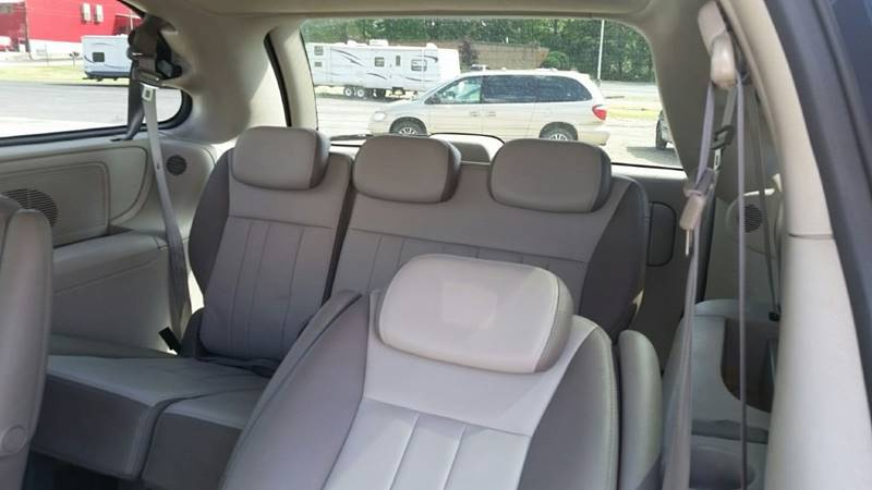 2005 Chrysler Town and Country Signature Series 4dr Extended Mini-Van - Somerset PA