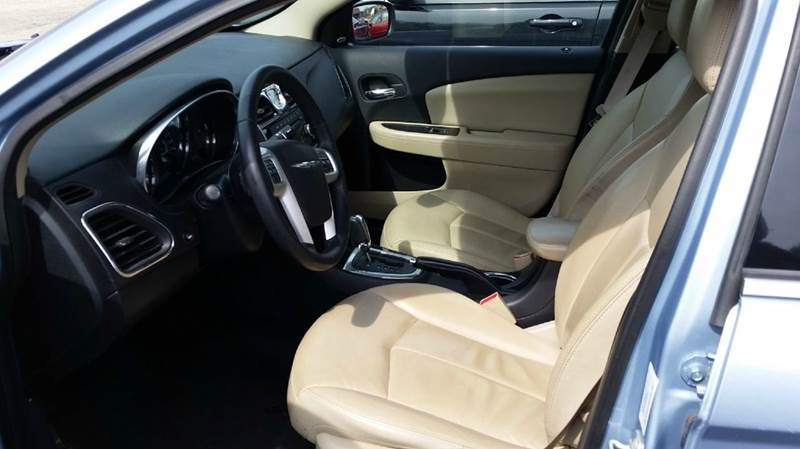 2014 Chrysler 200 Limited 4dr Sedan - Somerset PA