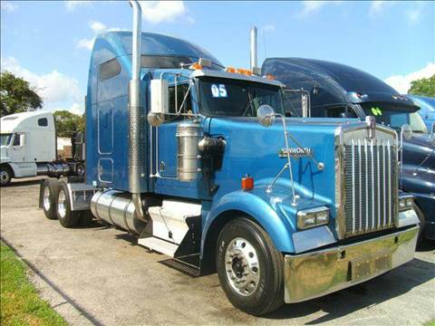 2005 Kenworth W900L for sale at JAG TRUCK SALES in Houston TX