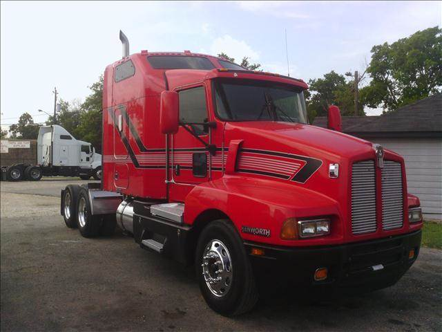 2003 Kenworth T600 for sale at JAG TRUCK SALES in Houston TX