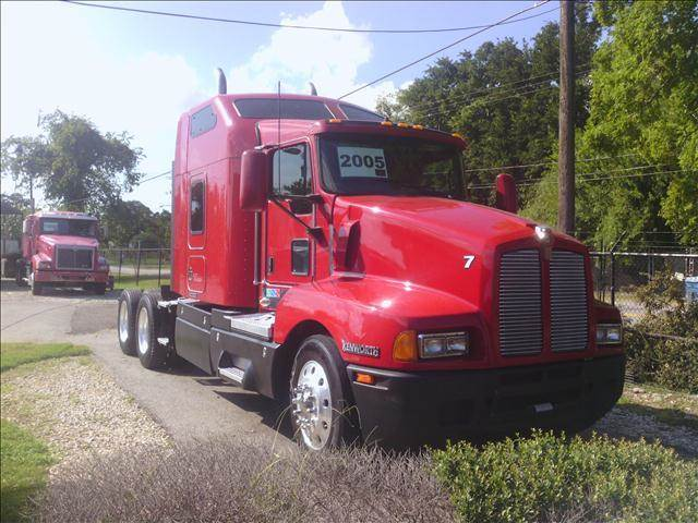 2005 Kenworth T600 for sale at JAG TRUCK SALES in Houston TX