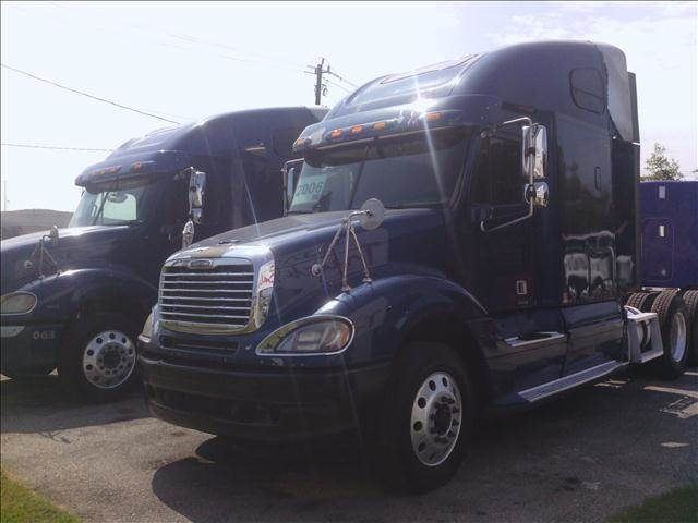 2006 Freightliner Columbia 120 for sale at JAG TRUCK SALES in Houston TX