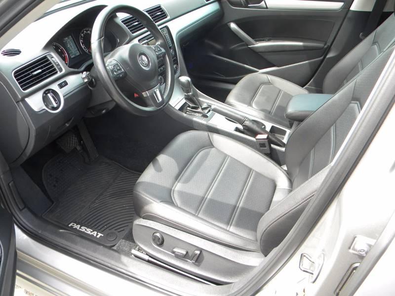 2013 Volkswagen Passat SE PZEV 4dr Sedan 6A w/ Sunroof and Navigation - Derby CT