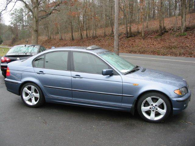 2004 BMW 3 Series for sale at Southern Used Cars in Dobson NC