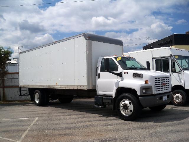 2005 GMC C-7500 24 VAN white 2005 gmc c7500 24 foot van box this cargo haul