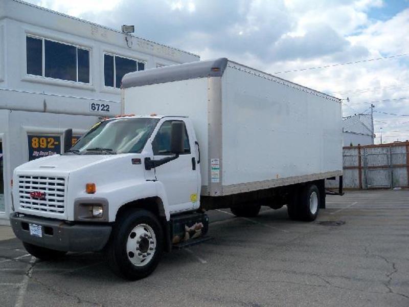 2005 GMC C-7500 24 VAN white 2005 gmc c7500 24 foot van box this cargo hauler has a reliable an