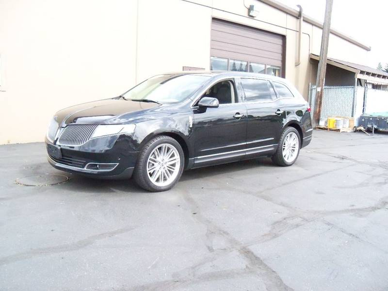 2013 LINCOLN MKT ECOBOOST AWD 4DR CROSSOVER tuxedo black tri-coat wow this mkt is loaded navigat