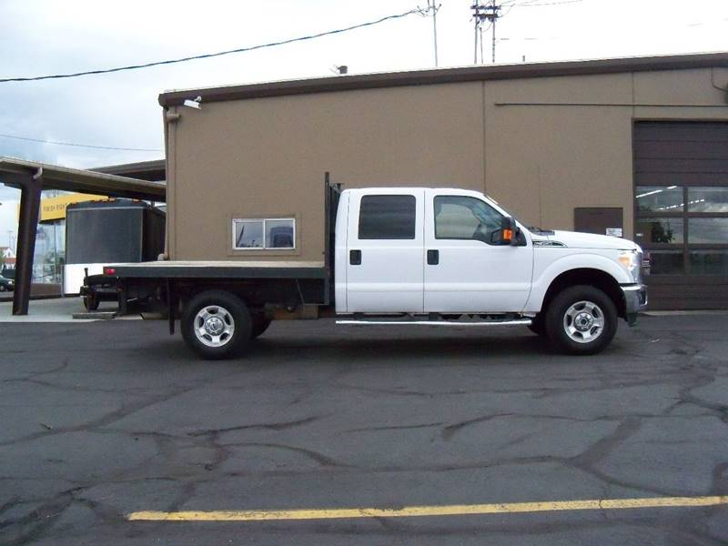 2016 FORD F-350 SUPER DUTY XLT 4X4 4DR CREW CAB 8 FT LB SR white this has a 9 flat bed  9x68