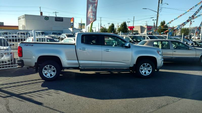 2016 CHEVROLET COLORADO LT 4X4 4DR CREW CAB 6 FT LB silver this 1-owner low mileage beauty  36l