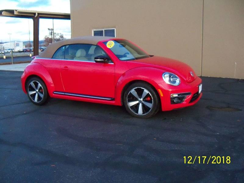 2013 VOLKSWAGEN BEETLE TURBO 2DR CONVERTIBLE 6A red sharp turbo beetle wonly 18k miles  on this