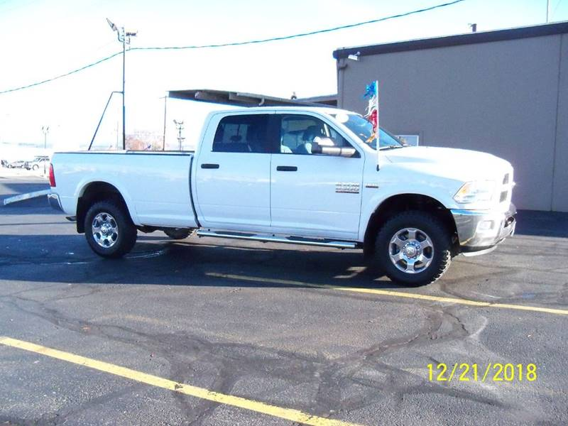 2017 RAM RAM PICKUP 2500 SLT 4X4 4DR CREW CAB 8 FT LB PI white room for six and a 8 box for the