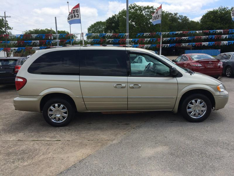 2005 Chrysler Town and Country Limited 4dr Extended Mini-Van - Beaumont TX