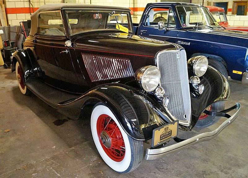 1933 Ford Deluxe 1