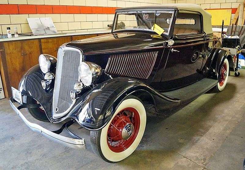 1933 Ford Deluxe 2