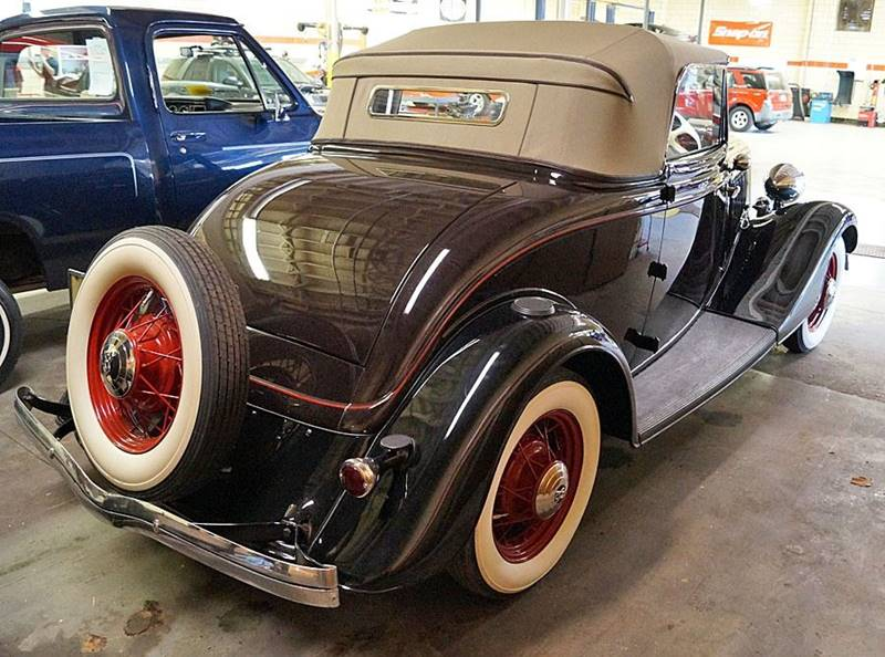 1933 Ford Deluxe 3