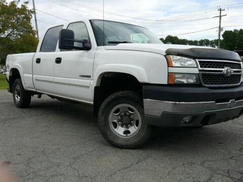2005 Chevrolet Silverado 2500HD for sale at GLOVECARS.COM LLC in Johnstown NY