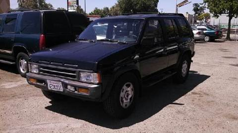 1995 Nissan Pathfinder for sale at Larry's Auto Sales Inc. in Fresno CA