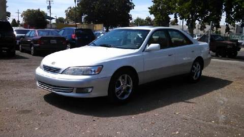 2000 Lexus ES 300 for sale at Larry's Auto Sales Inc. in Fresno CA
