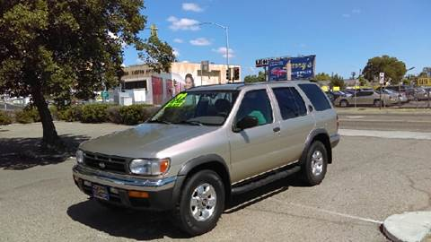 1999 Nissan Pathfinder for sale at Larry's Auto Sales Inc. in Fresno CA