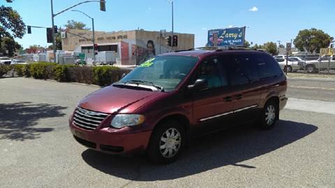 2007 Chrysler Town and Country for sale at Larry's Auto Sales Inc. in Fresno CA
