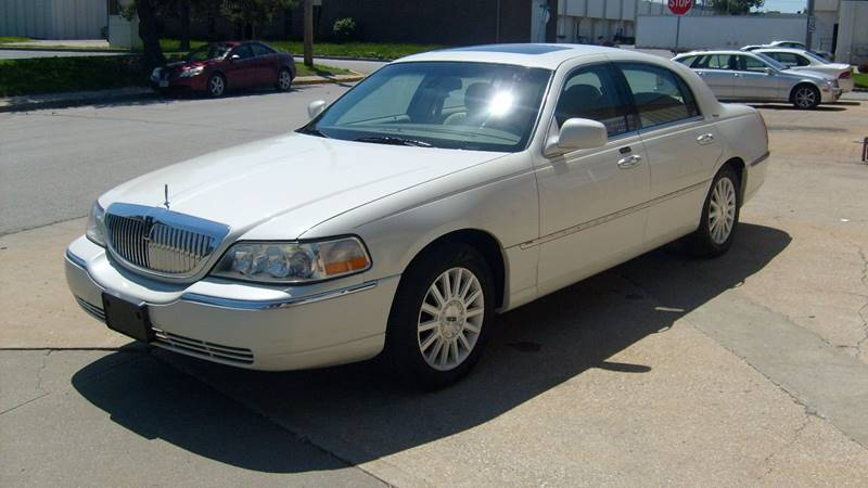 2003 Lincoln Town Car Signature 4dr Sedan - North Kansas City MO