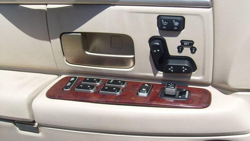 2003 Lincoln Town Car Signature 4dr Sedan - North Kansas City MO