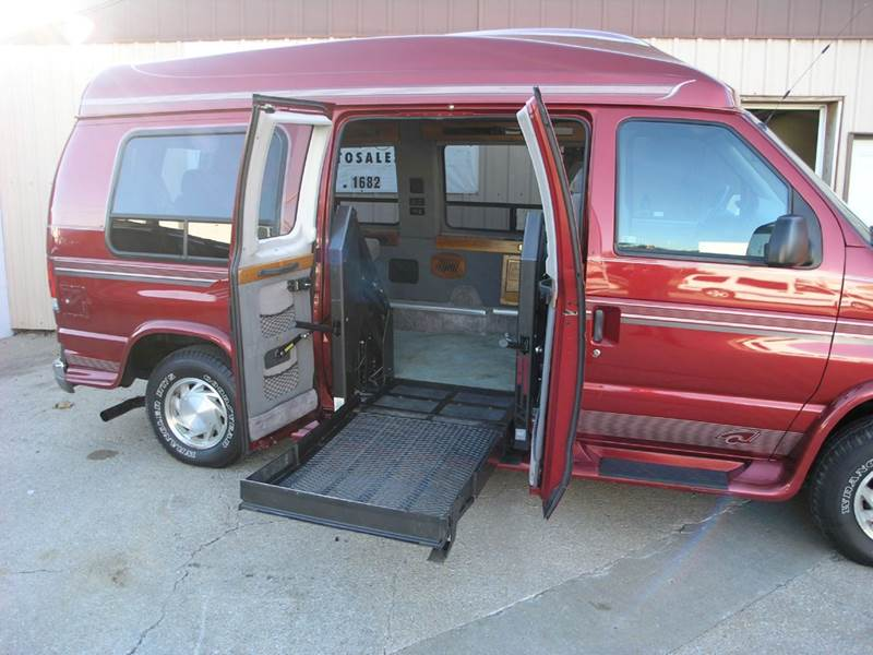 1998 Ford E 150 CHARIOT HI TOP CONVERSION In North Kansas City MO
