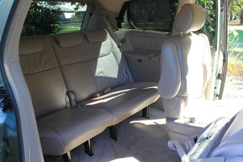 2006 Toyota Sienna XLE Limited 7-Passenger 4dr Mini-Van - Hillsboro OR