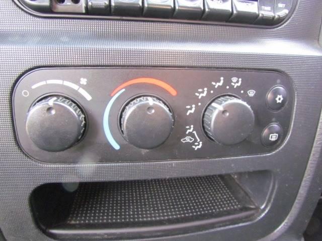 2003 Dodge Ram Pickup 1500 SLT (image 18)