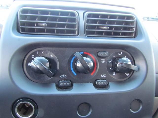 2004 Nissan Xterra XE (image 18)