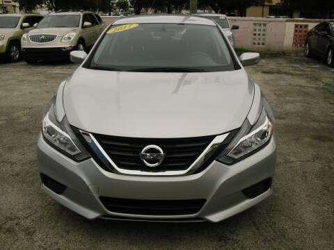 2017 Nissan Altima for sale at SUPERAUTO AUTO SALES INC in Hialeah FL