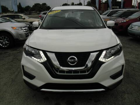 2017 Nissan Rogue for sale at SUPERAUTO AUTO SALES INC in Hialeah FL