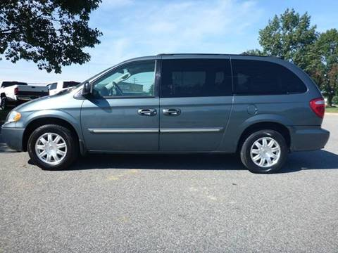 2005 Chrysler Town and Country for sale at Platinum Auto World in Fredericksburg VA