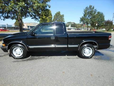 2001 Chevrolet S-10 for sale at Platinum Auto World in Fredericksburg VA