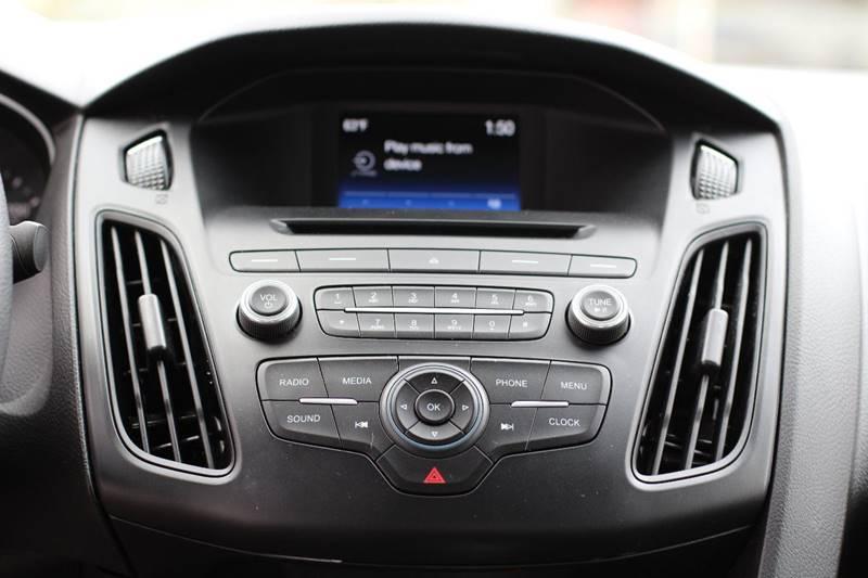 2015 Ford Focus SE 4dr Sedan - Pomona CA
