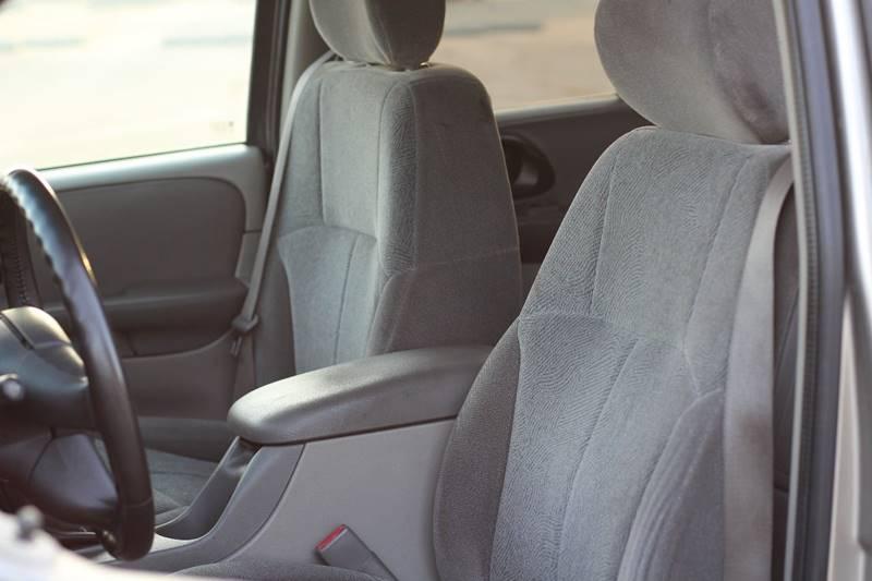 2002 Chevrolet TrailBlazer LT 2WD 4dr SUV - Pomona CA