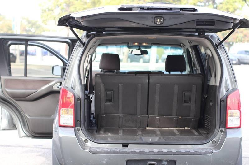 2005 Nissan Pathfinder SE 4dr SUV - Pomona CA
