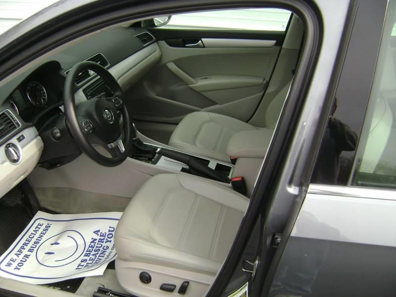 2012 Volkswagen Passat SE 4dr Sedan 6A - Motley MN