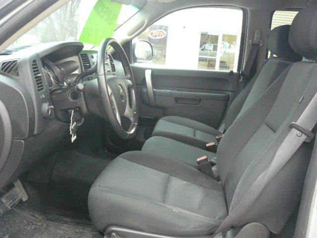2014 RAM Ram Pickup 1500 4x4 SLT 4dr Crew Cab 5.5 ft. SB Pickup - Montevideo MN