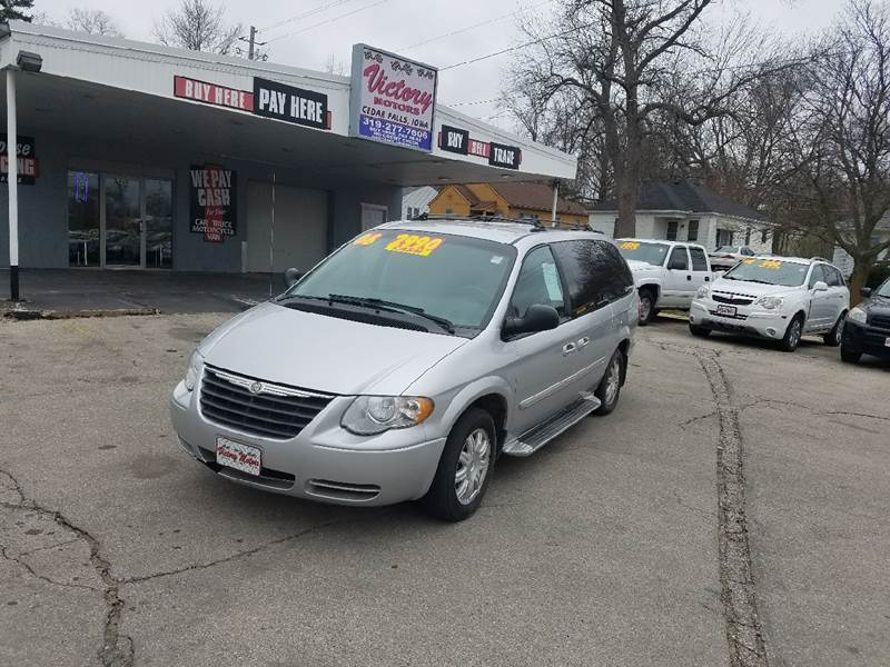 2006 Chrysler Town and Country Touring 4dr Extended Mini-Van - Cedar Falls IA