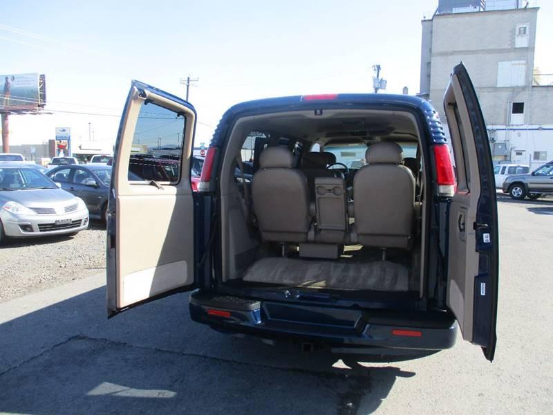 2002 Chevrolet Express Passenger 1500 LT (image 9)