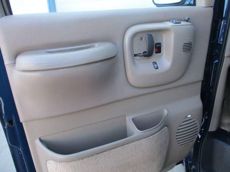 2002 Chevrolet Express Passenger 1500 LT (image 11)