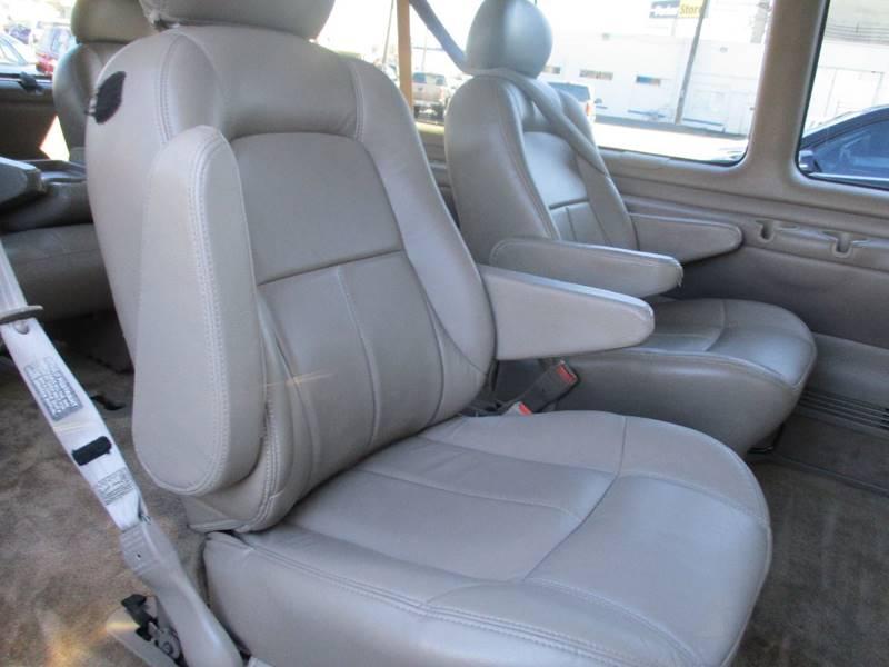 2002 Chevrolet Express Passenger 1500 LT (image 16)