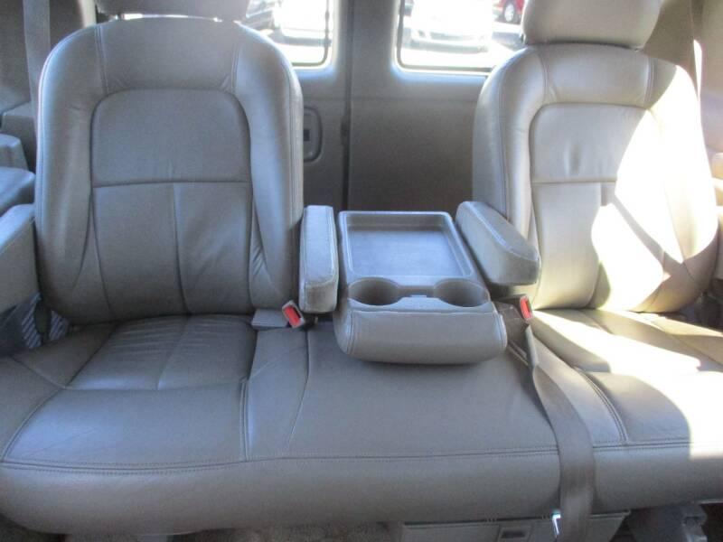 2002 Chevrolet Express Passenger 1500 LT (image 19)