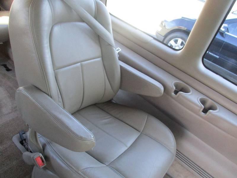 2002 Chevrolet Express Passenger 1500 LT (image 20)